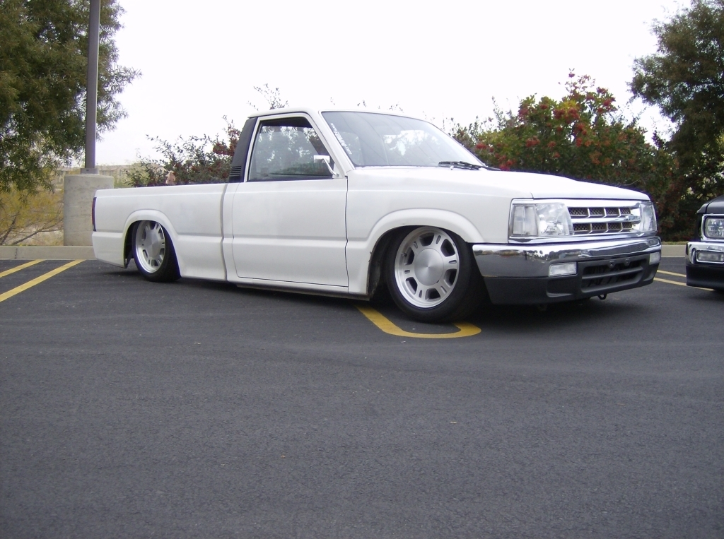 projekttekneks 1989 Mazda B Series Truck photo