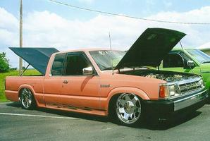 madillac17s 1990 Mazda B Series Truck photo thumbnail