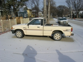 lwrlvls 1988 Mazda B Series Truck photo thumbnail