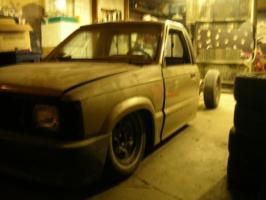 suicides 1986 Mazda B Series Truck photo thumbnail