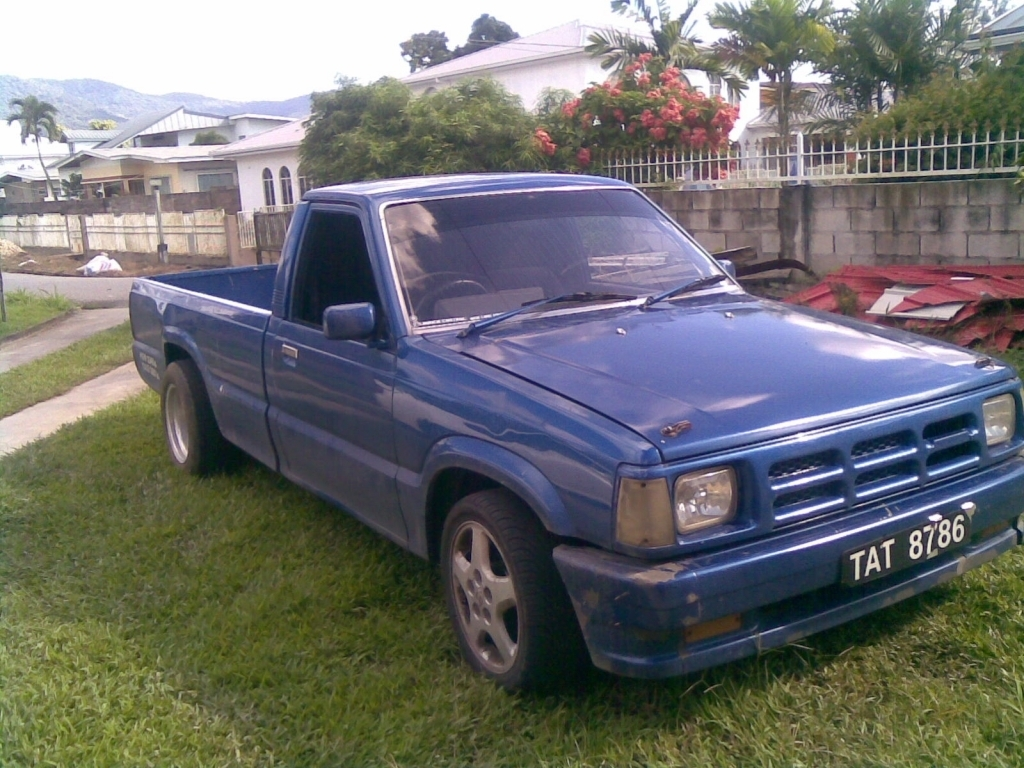 dantoss 1990 Mazda B Series Truck photo