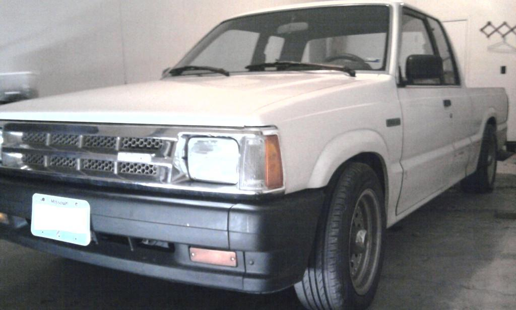 hammer0284s 1986 Mazda B Series Truck photo