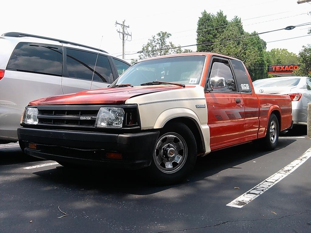 blugraphicss 1991 Mazda B Series Truck photo