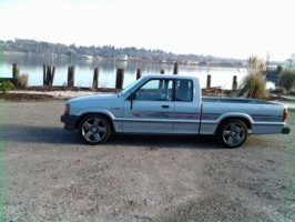col. sanderss 1989 Mazda B Series Truck photo thumbnail