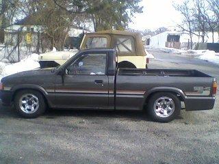 markiverses 1988 Mazda B Series Truck photo
