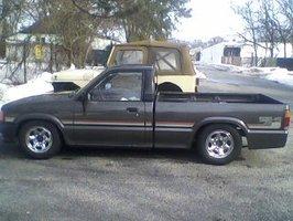 markiverses 1988 Mazda B Series Truck photo thumbnail