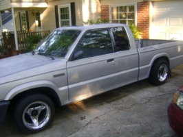 jayeemos 1986 Mazda B Series Truck photo thumbnail