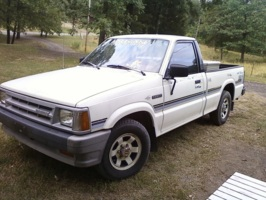 foxcantrells 1987 Mazda B Series Truck photo thumbnail
