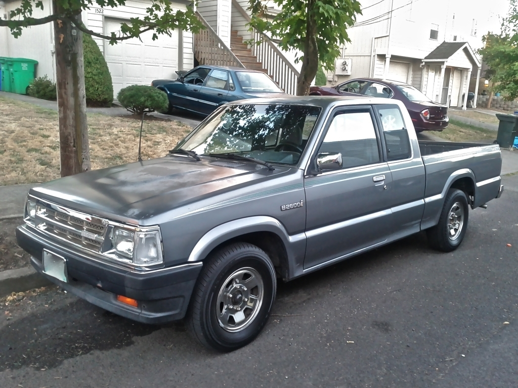 apapismos 1992 Mazda B Series Truck photo