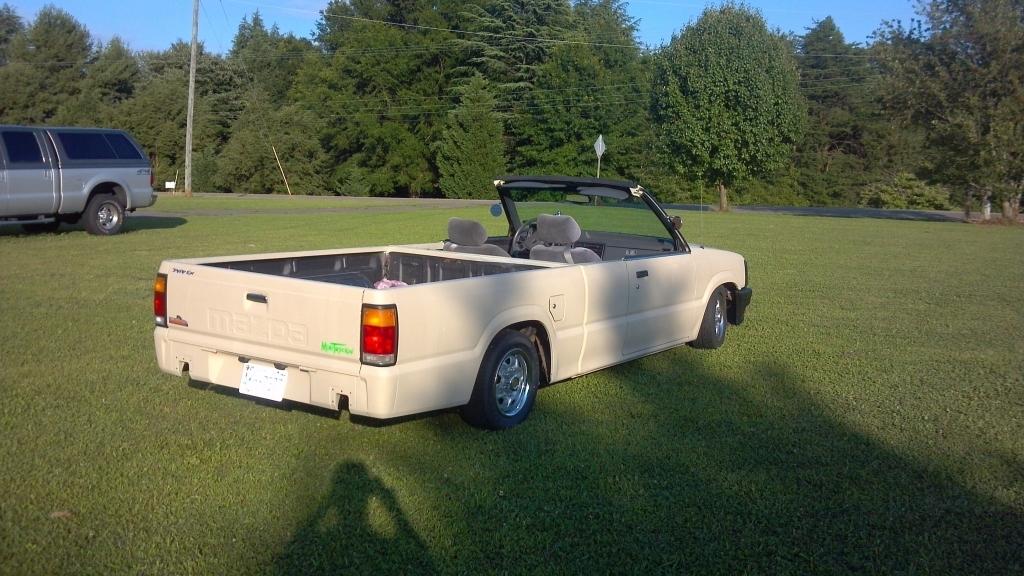 toplesss 1987 Mazda B Series Truck photo