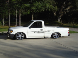 bagged2draggs 2001 Toyota Tacoma photo thumbnail