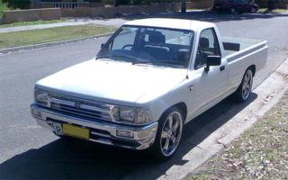 liveluxs 1994 Toyota Hilux photo thumbnail