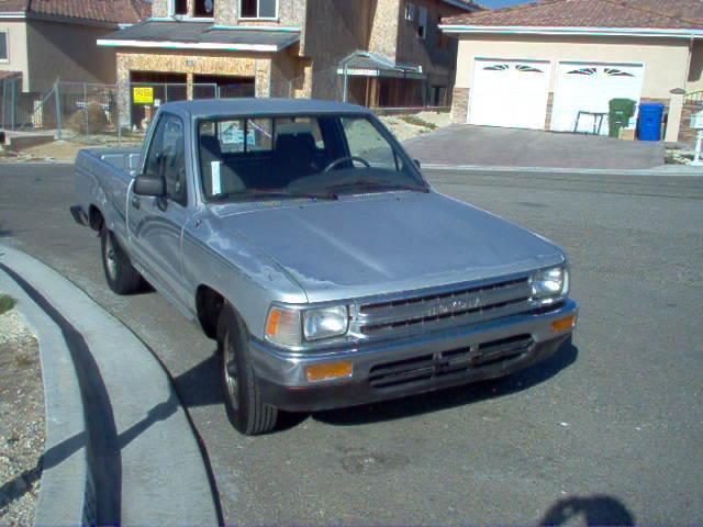 dancs 1989 Toyota Hilux photo