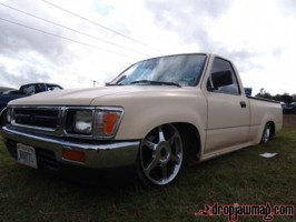 shortyzkustomzs 1994 Toyota Hilux photo thumbnail