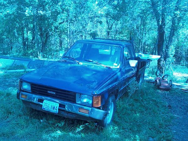 22r timmys 1984 Toyota Hilux photo
