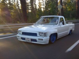 snugglesfons 1988 Toyota Hilux photo thumbnail