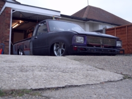 lolux83uks 1983 Toyota Hilux photo thumbnail