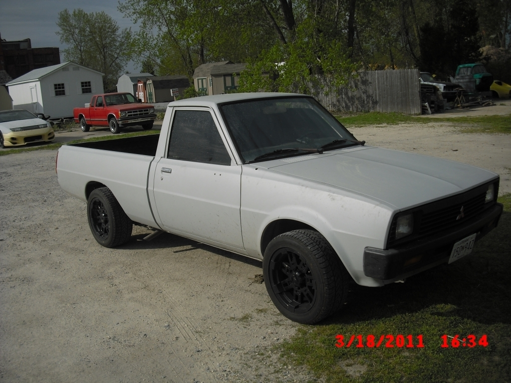 aarons 1986 Mitsubishi Mighty Max photo