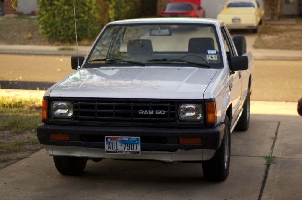 greenteagods 1989 Dodge D50 photo