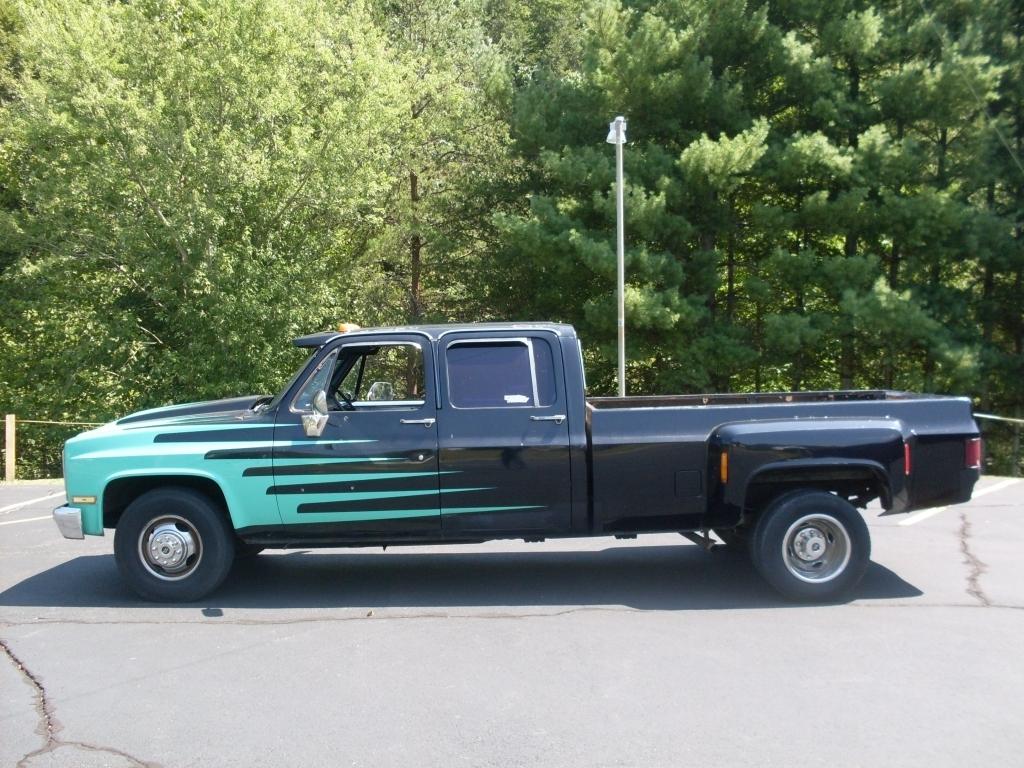 b2600bombers 1984 Chevrolet C3500 photo