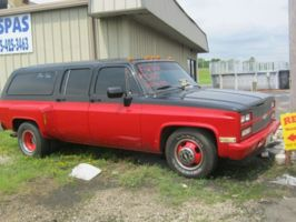 duallybourbons 1983 Chevrolet Suburban photo thumbnail