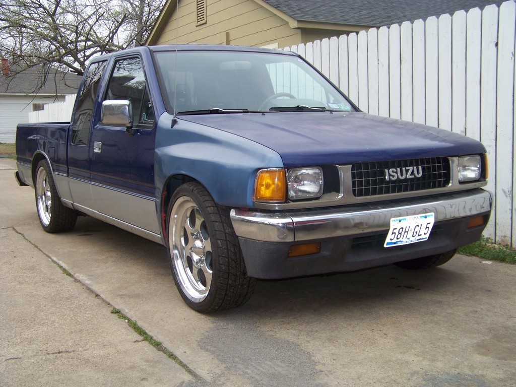 lowpup_90s 1990 Isuzu Pick Up photo