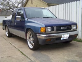 lowpup_90s 1990 Isuzu Pick Up photo thumbnail