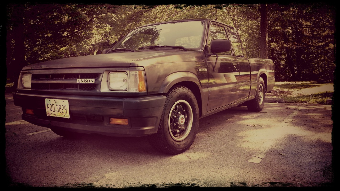 adamlesnanskys 1990 Mazda B Series Truck photo