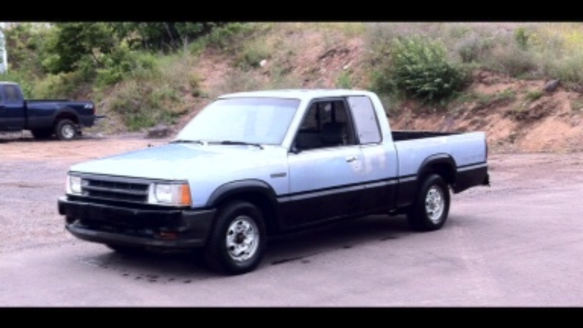Lil'nixons 1989 Mazda B Series Truck photo