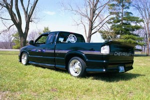 MiniTruckinChics 1995 Chevy S-10 photo thumbnail