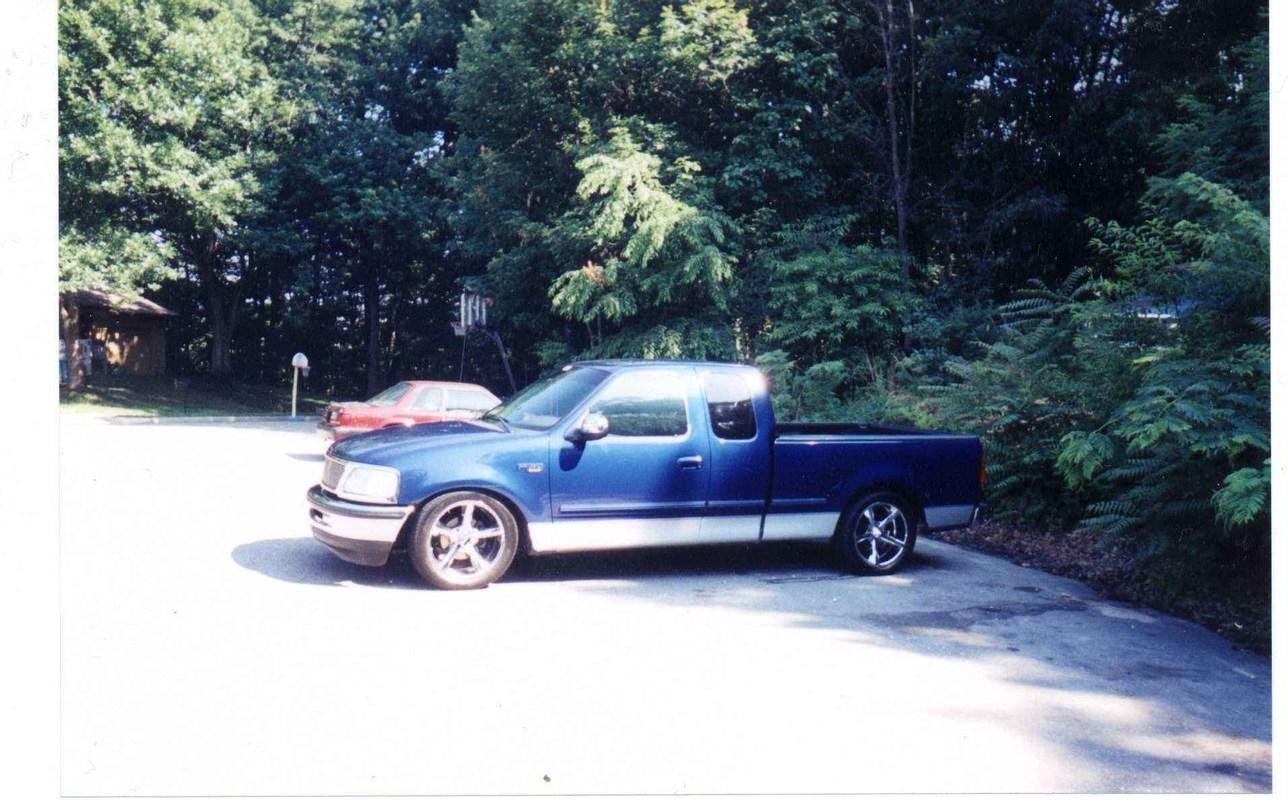 Slamd150s 1998 Ford  F150 photo