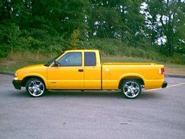 onehotyellows10s 2000 Chevy S-10 photo thumbnail