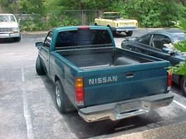 MikeeMikes 1995 Nissan Hard Body photo thumbnail