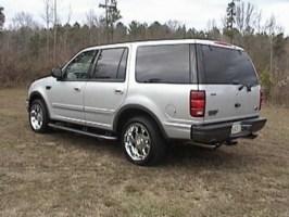 freddybear21s 2000 Ford  Expedition photo thumbnail