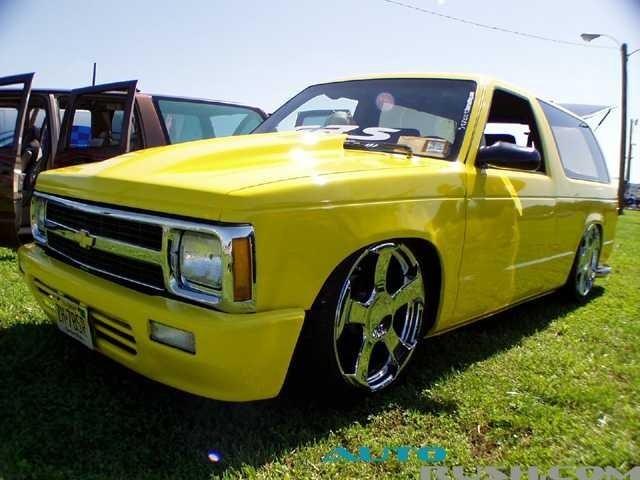 Blzer2BNoticdNJs 1985 Chevy S-10 Blazer photo