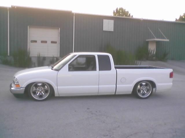 wht97s10s 1997 Chevy S-10 photo