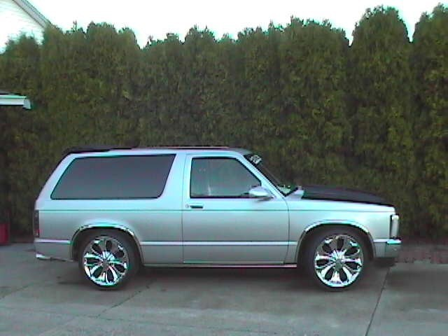 links 1985 Chevy S-10 Blazer photo