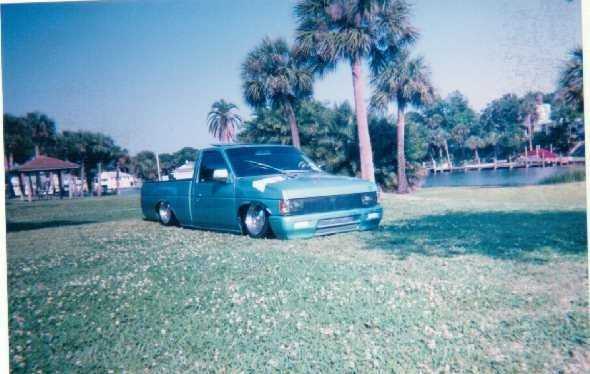 Siknisss 1987 Nissan Hard Body photo