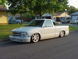 lowbuckets 1998 Chevy S-10 photo thumbnail