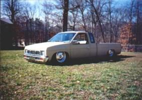 buried1s 1995 Nissan King Cab photo thumbnail