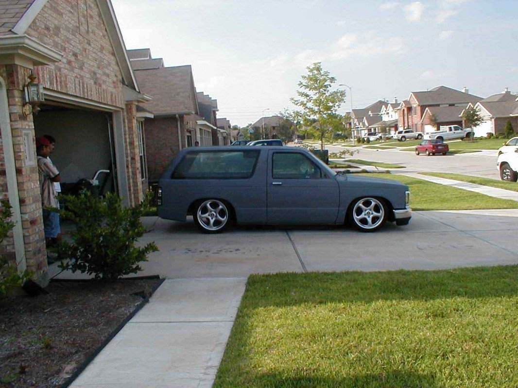 TUCKINRIMONS10s 1985 Chevy S-10 Blazer photo