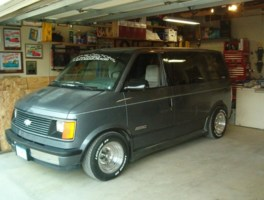 lowrider_100s 1989 Chevy Astro Van photo thumbnail