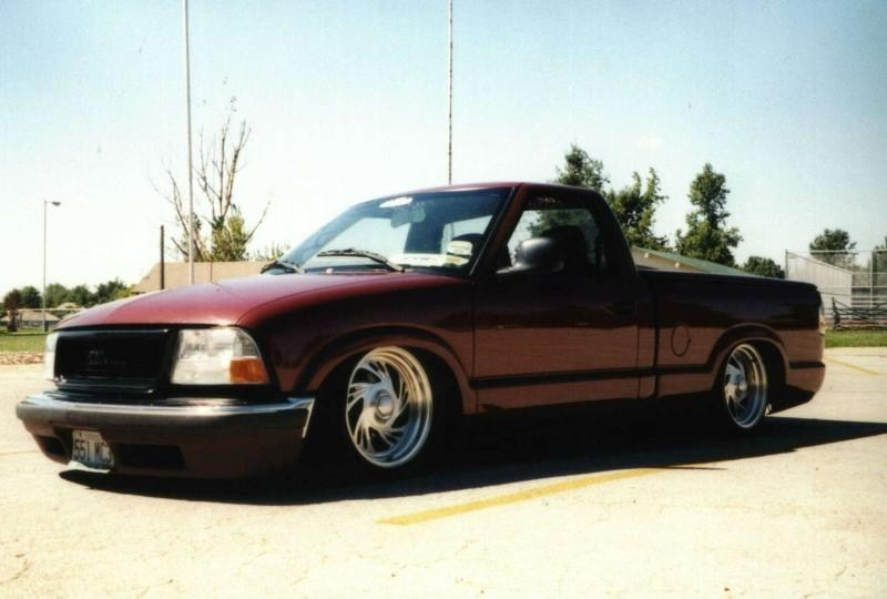 SweetNLow69s 1998 Chevy S-10 photo