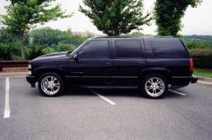 lowromigos 1999 Chevrolet Tahoe photo thumbnail
