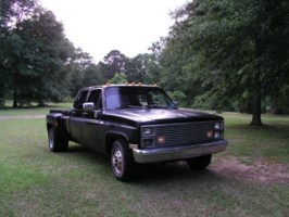 laynbdys 1984 Chevy Dually photo thumbnail