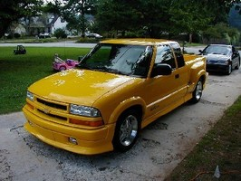 HowieLongs 2003 Chevy S-10 photo thumbnail