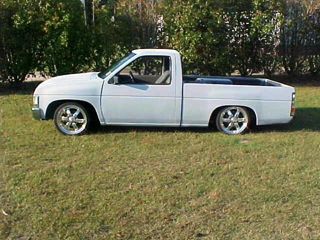 1LOWLIFEs 1993 Nissan Hard Body photo
