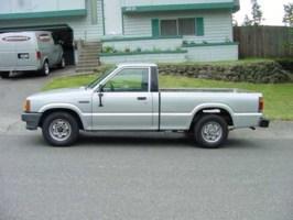 V8Safaris 1986 Mazda B2000 photo thumbnail