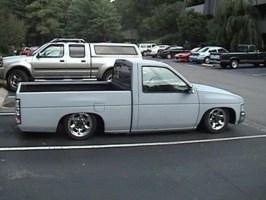 hoteldvds 1995 Nissan Hard Body photo thumbnail