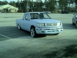 FknitAllUps 2000 Nissan Frontier photo thumbnail